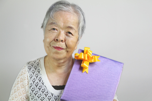 お母(義母)さんの喜寿祝いに喜ばれるプレゼントとは